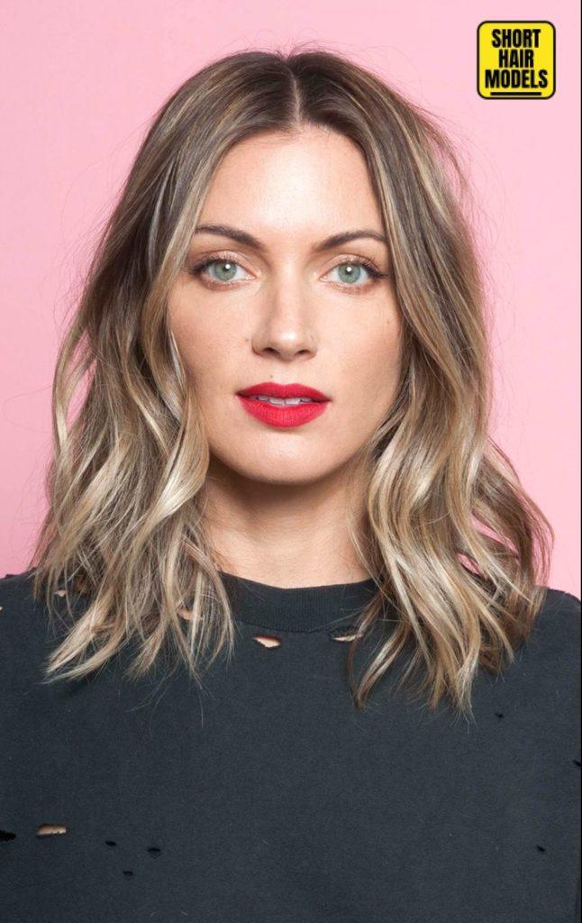 Long Bob Haircutstrends 2020 Blond Balayage with red lips 1