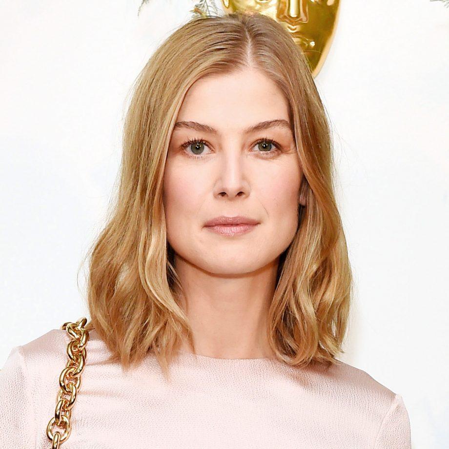 Long Bob Haircutstrends 2020 Hollywood Actress Blonde Wavy Hair Square Face Shape 1
