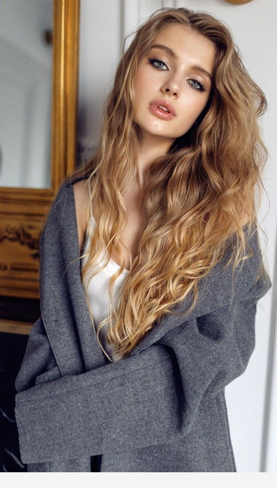Long hairstyle for square face