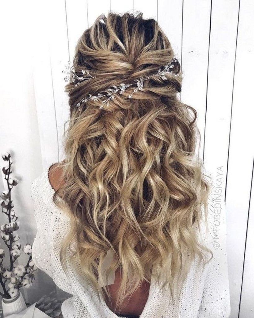 long haircut wedding style for bridesmaid