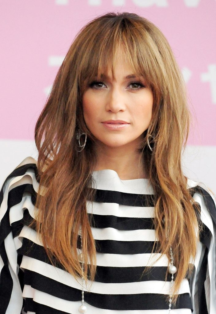 Long women Over 50 ans Haircuts trends 2020 blonde hair with bang jennifer lopez 1