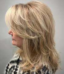 Long women Over 50 ans Haircuts trends 2020 choppy layers blonde hair 1