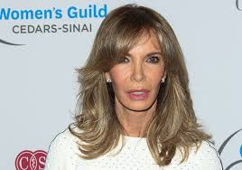 Long women Over 50 ans Haircuts trends 2020 dark blonde choppy layers 1