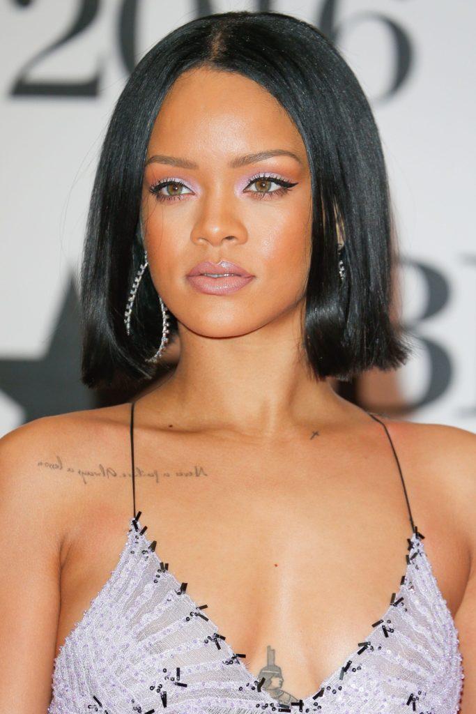 Long women Over 50 ans Haircuts trends 2020 rihanna black hair 1