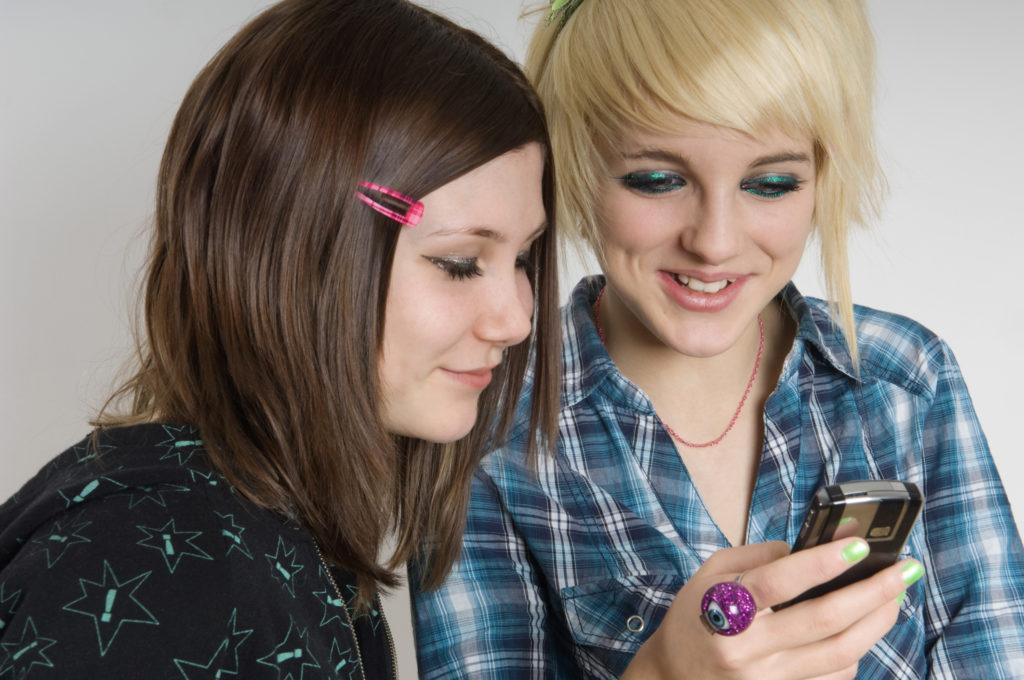 Medium Teens Haircuts trends 2020 bangs brunette and blonde 3