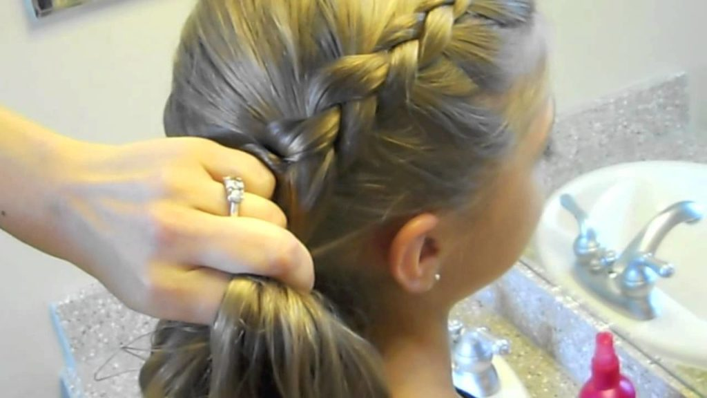 Medium braided hairstyles trends 2020 dutch braid