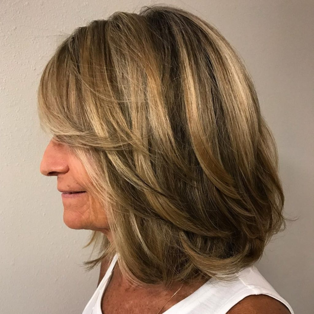 Medium women Over 50 ans Haircuts trends 2020 balayage 1