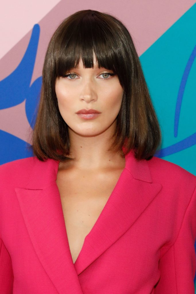 Medium women Over 50 ans Haircuts trends 2020 brown hair with bang 1