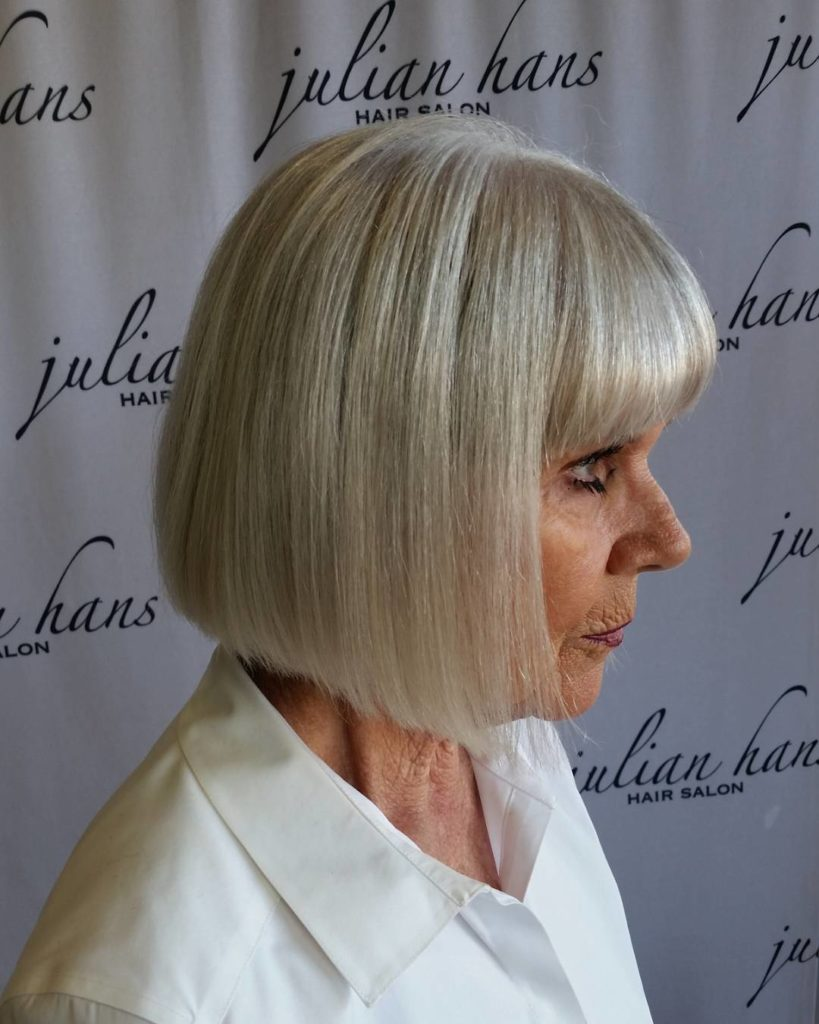 Medium women Over 50 ans Haircuts trends 2020 gray square cut 1