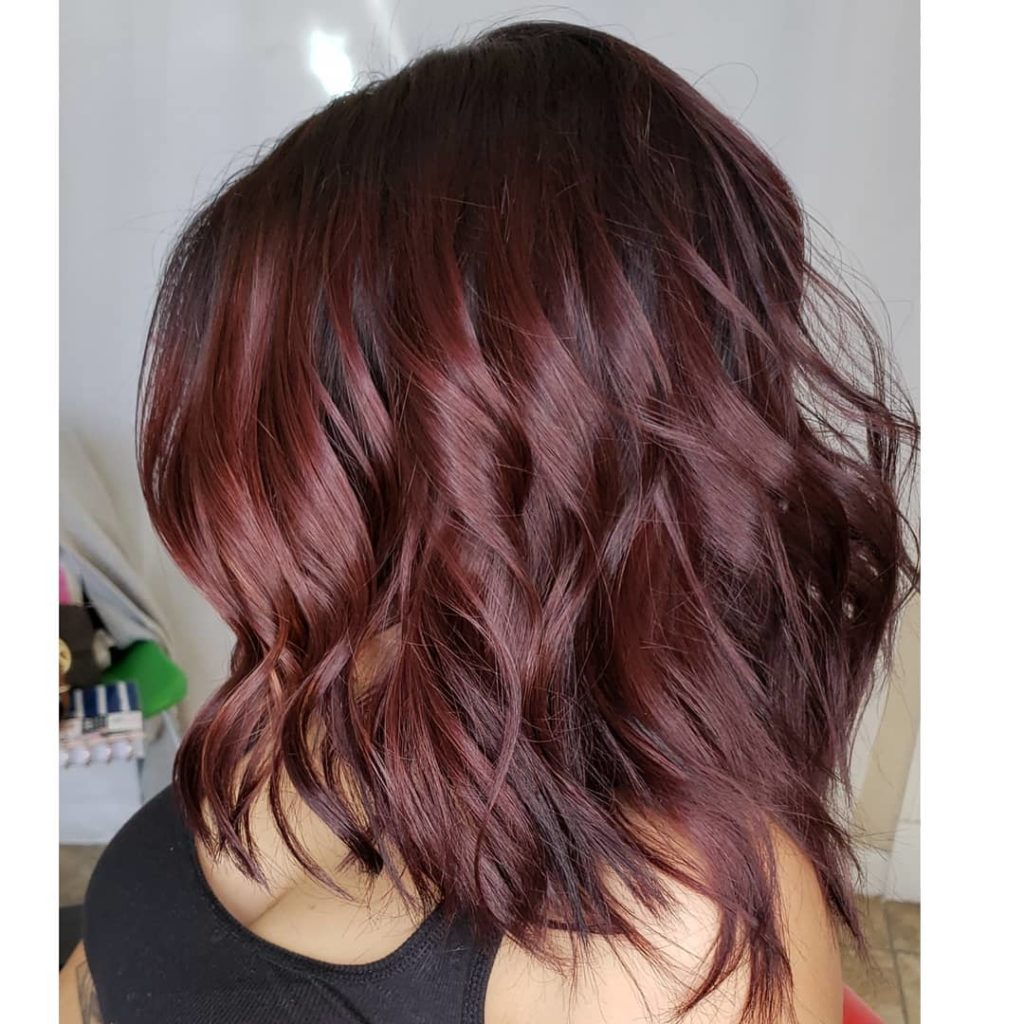 Medium women Over 50 ans Haircuts trends 2020 violet red wavy square cut 1