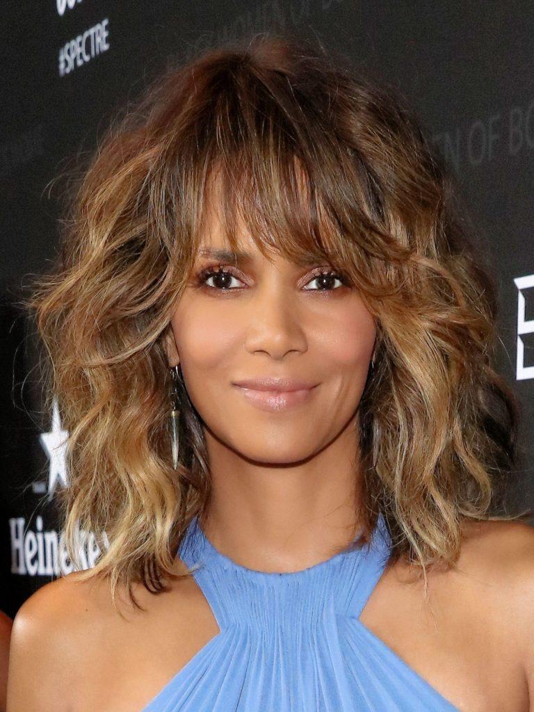 Short Balayage Hairstyles trends 2020 wavy caramel color highlights 1