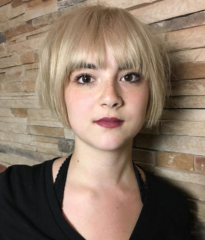 Short-Bangs-Haircuts-trends-2020_blonde-short-square-cut