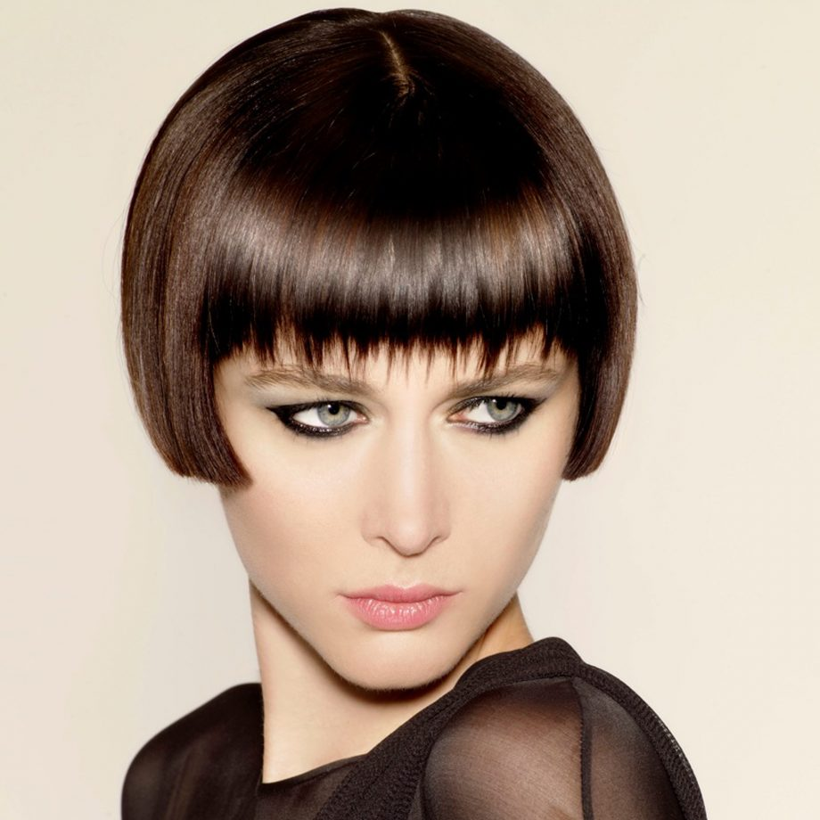 Short Bob Haircuts trends 2020 french side bob with bangs 3