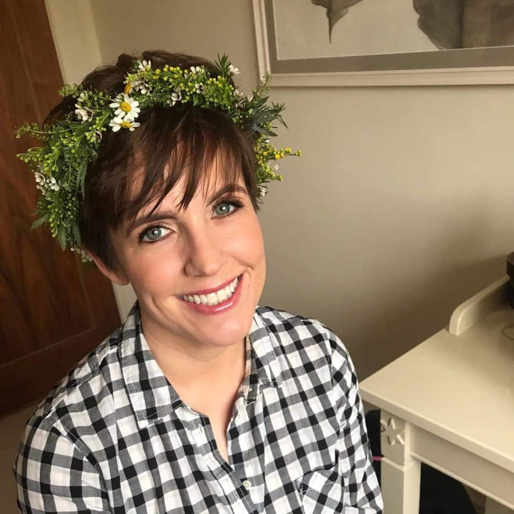 pixie wedding hairstyle with flowers crown