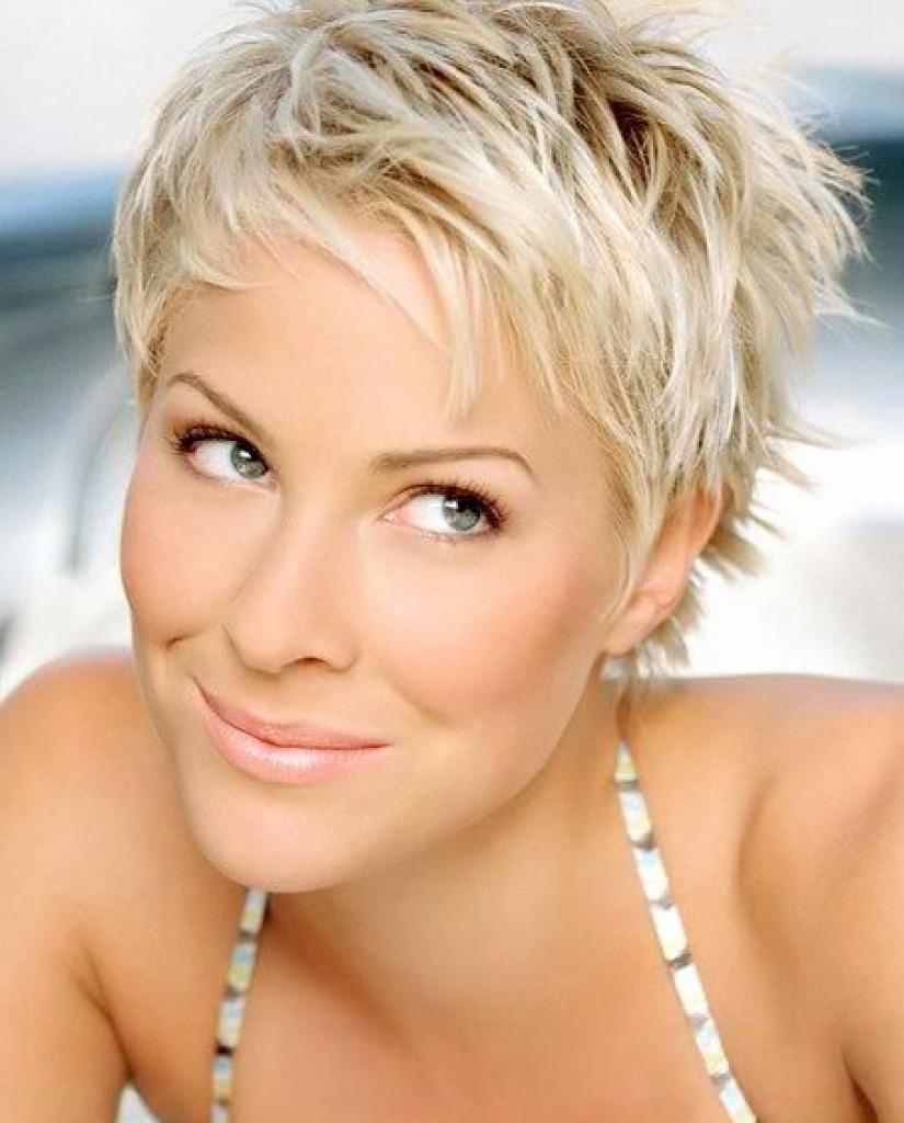 Short women Over 50 ans Haircuts trends 2020 blonde boy cut 1