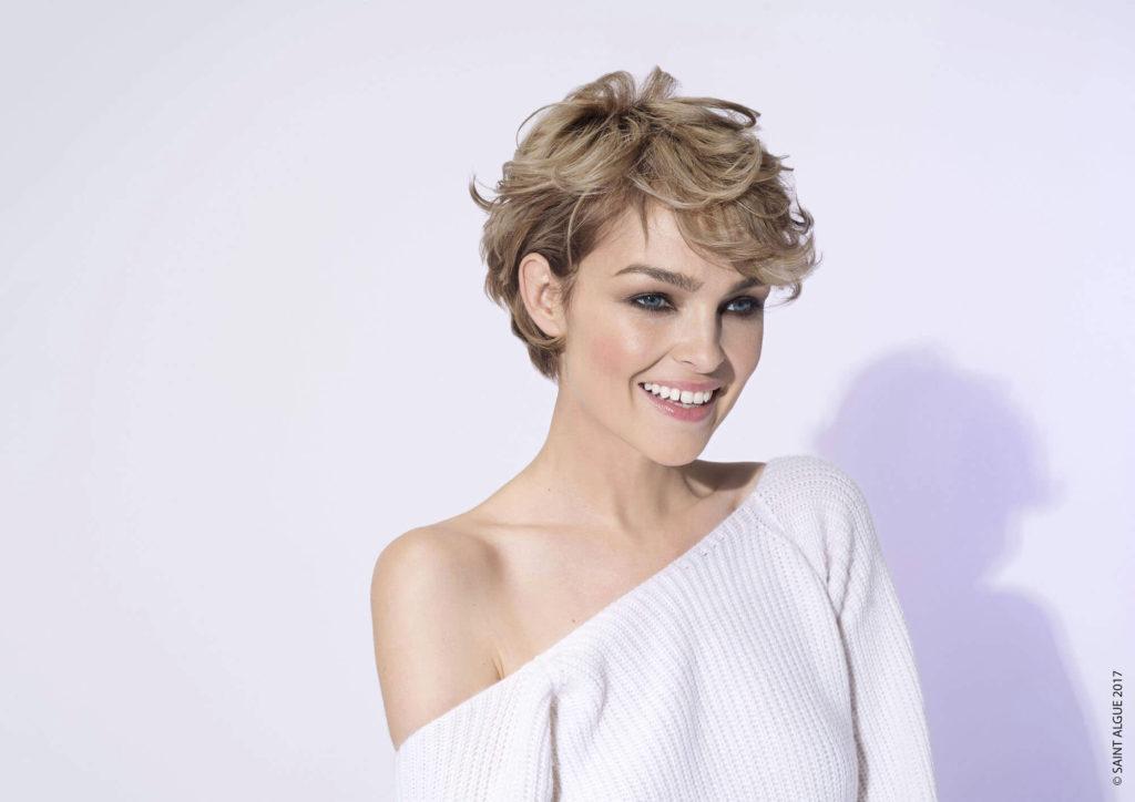 Short women Over 50 ans Haircuts trends 2020 blonde boy cut choppy layered 1