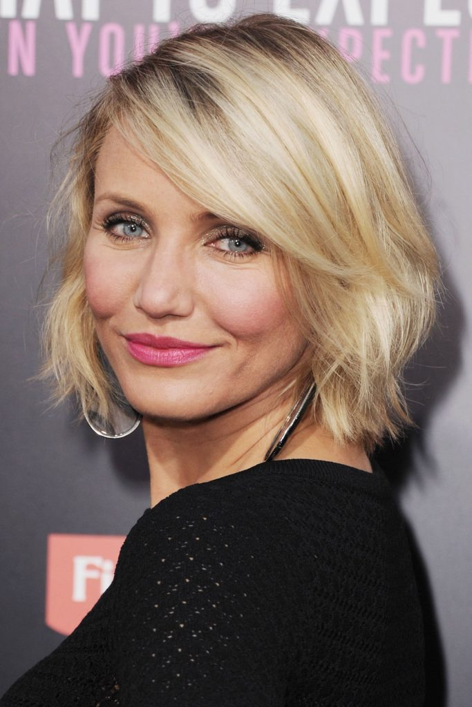 Short women Over 50 ans Haircuts trends 2020 platinium blonde square cut 1