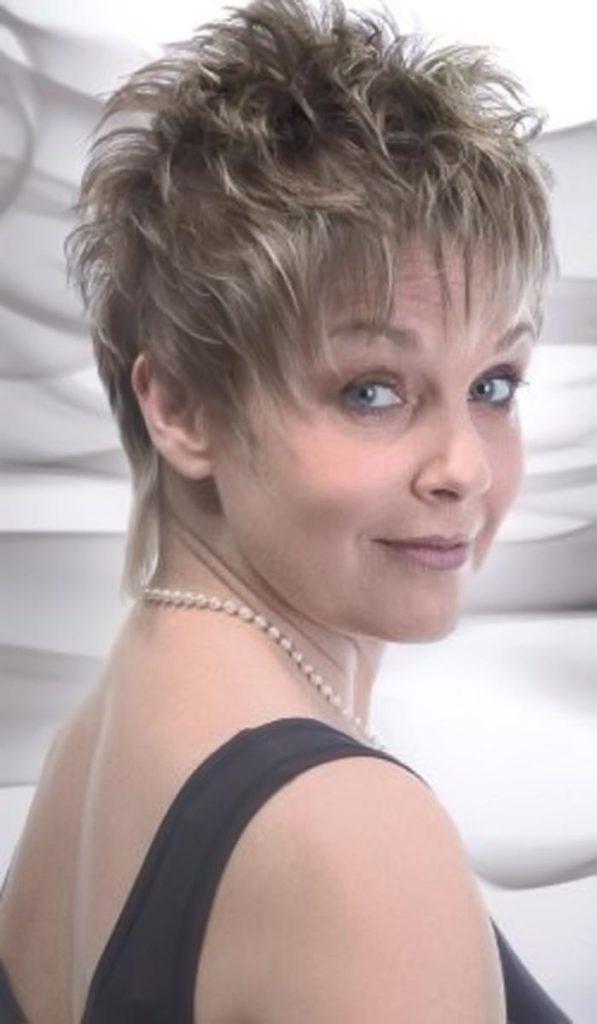 short women Over 50 ans Haircuts trends 2020 choppy pixie 1