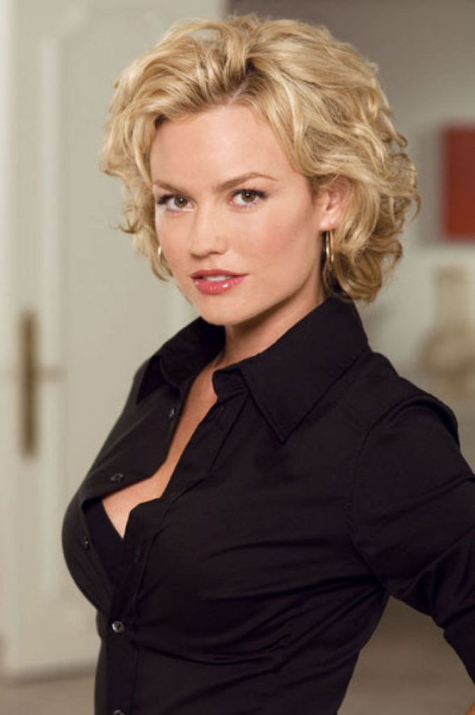 short women Over 50 ans Haircuts trends 2020 wavy blonde square cut 1