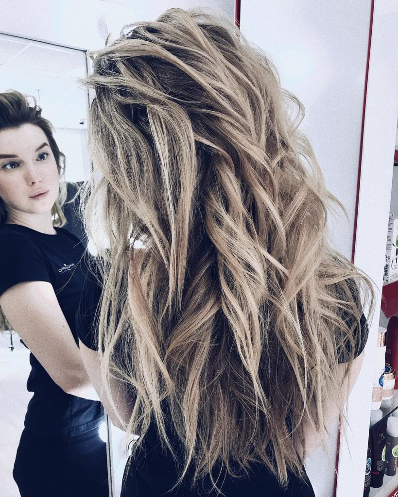 Long Highlights Hairstyles trends 2020 Beach blonde Choppy layers 1