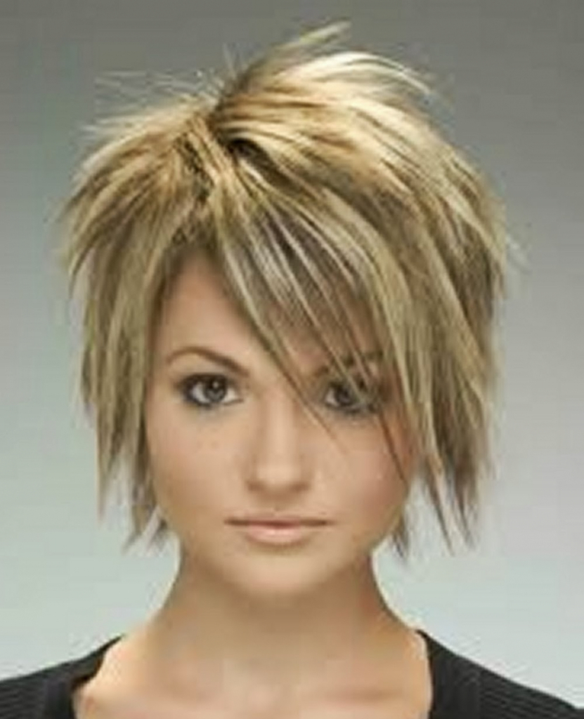 Long Pixie Haircuts trends 2020 blonde choppy layers 1