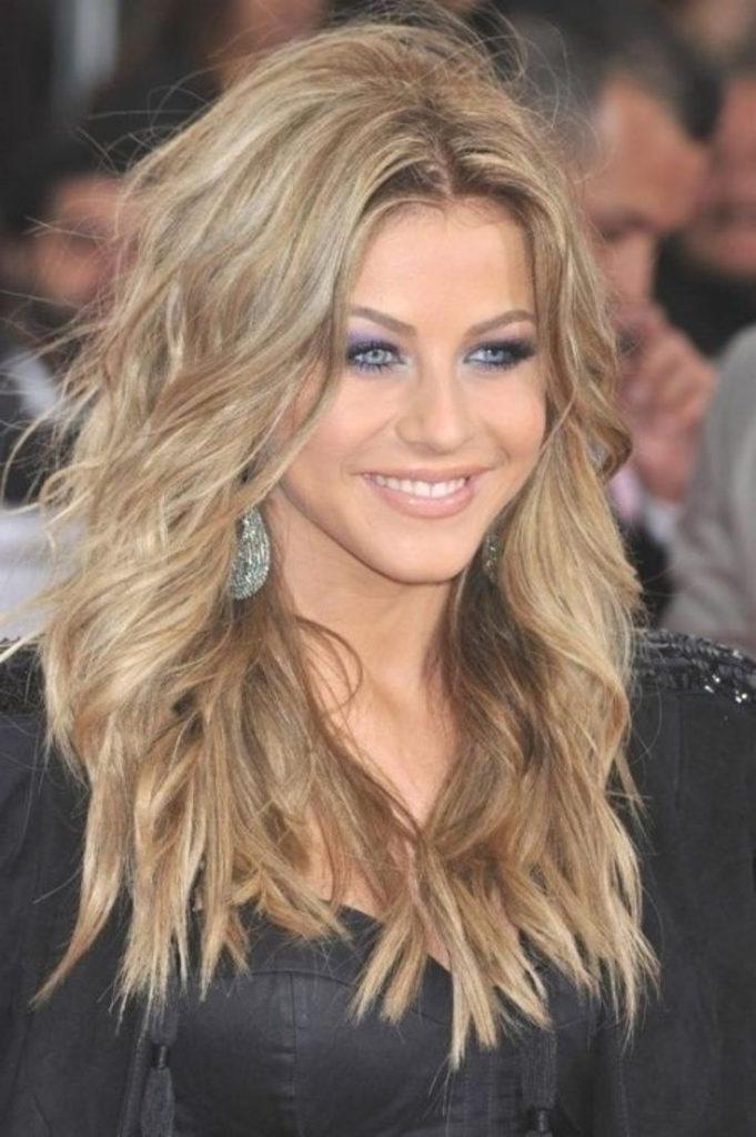 Long Shag Haircuts trends 2020 messy Platinum blonde caramel highlights