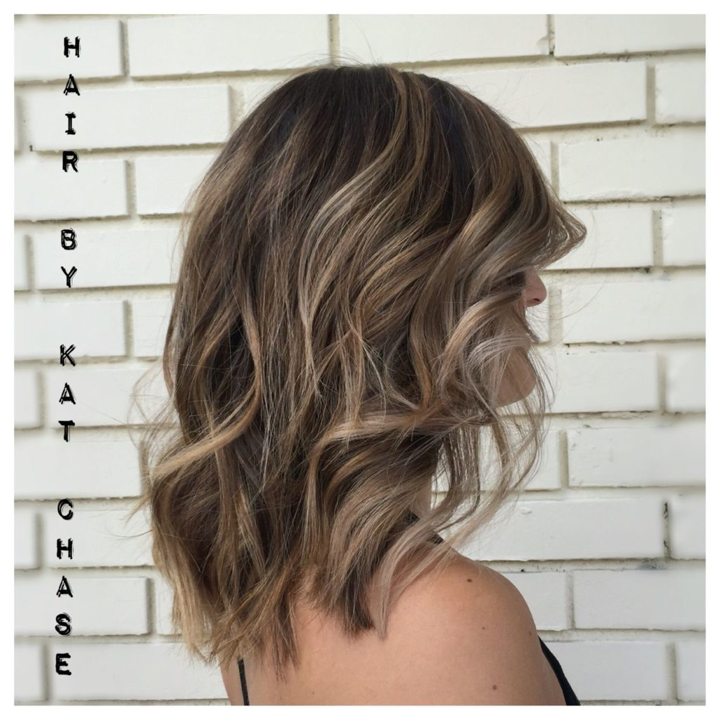 Medium Highlights Hairstyles trends 2020 wavy hair caramel blonde color 3