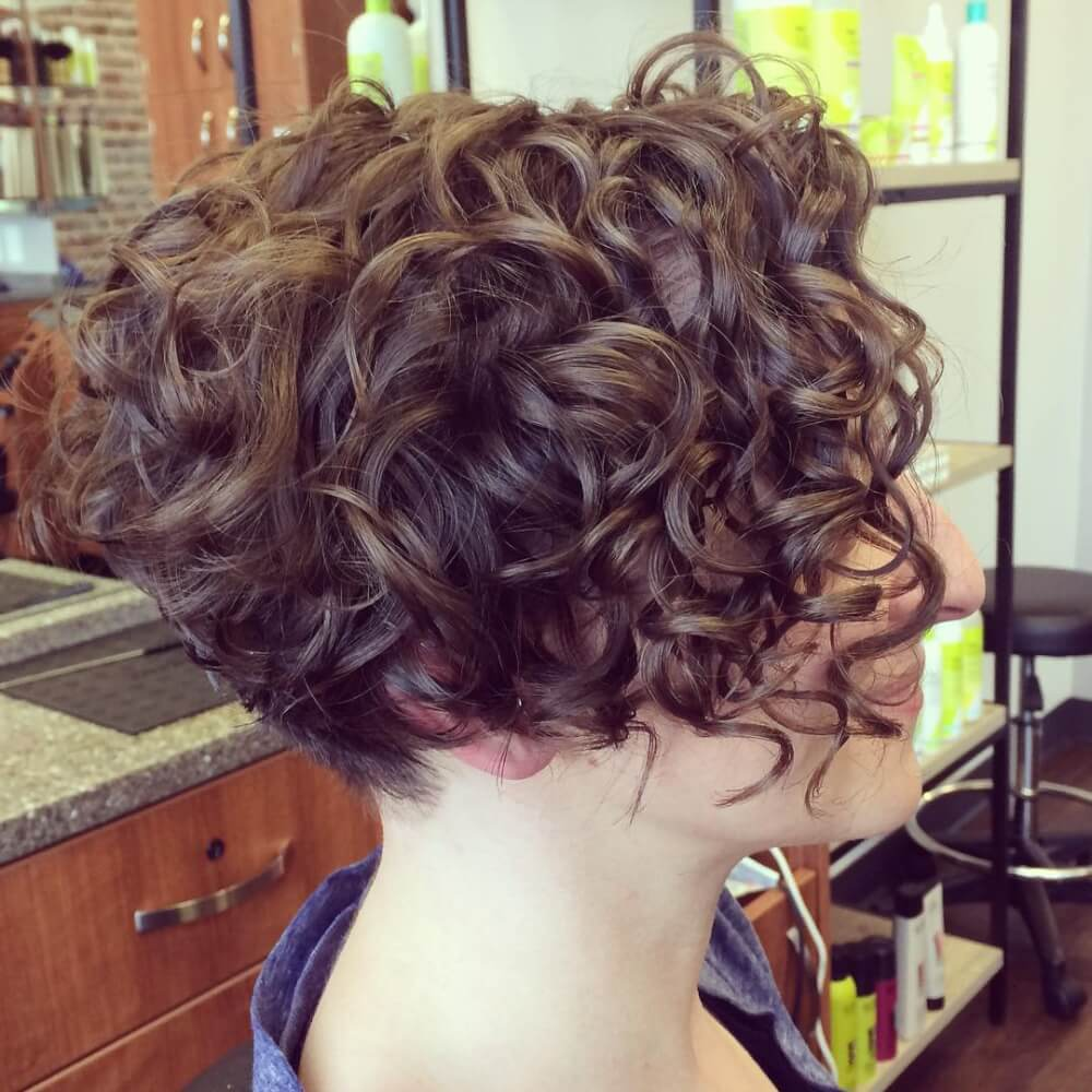 Short Highlights Hairstyles trends 2020 curly soft brown 6
