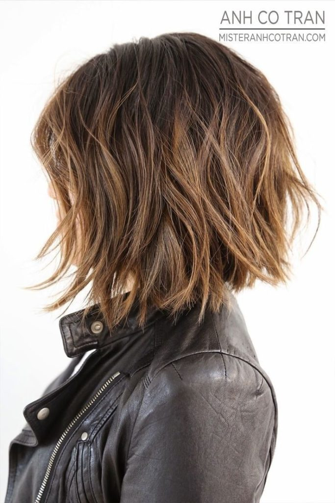 Short Highlights Hairstyles trends 2020 Caramel Blonde Messy Haircut