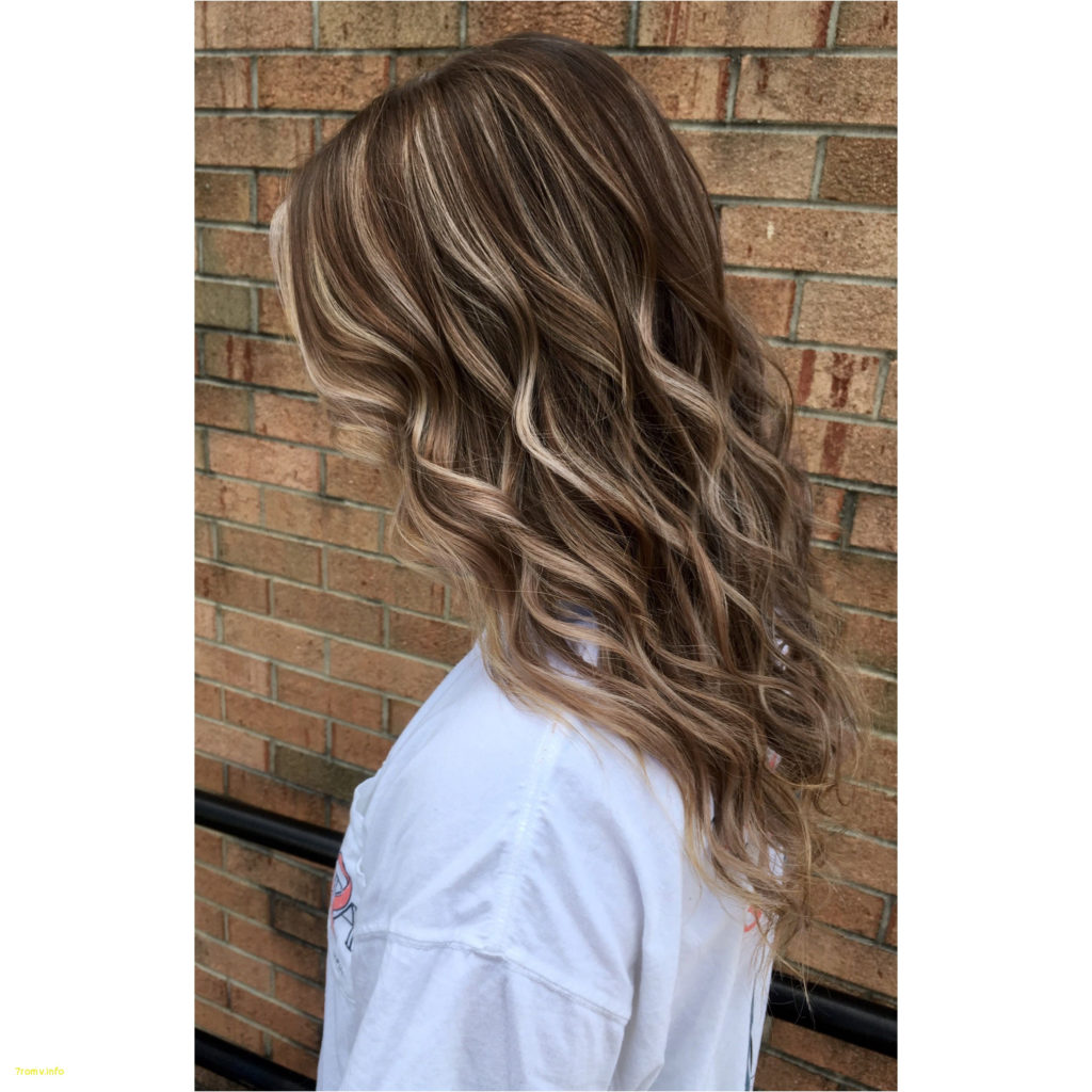 Short Highlights Hairstyles trends 2020 curly waves Platinum blonde micro highlights 1
