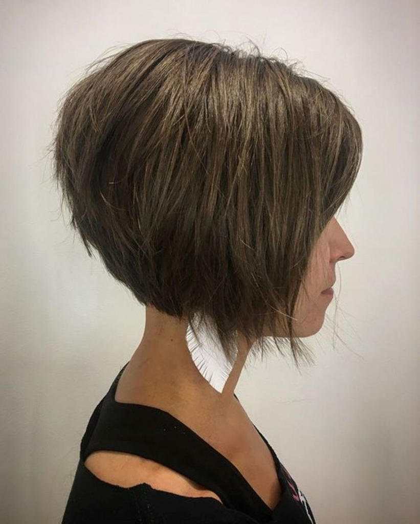 Short Shag Haircuts trends 2020 Brown Caramel Square Cut