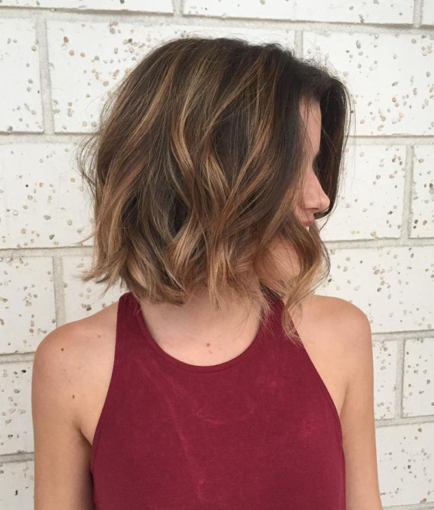 short Highlights Hairstyles trends 2020 caramel blonde color 1