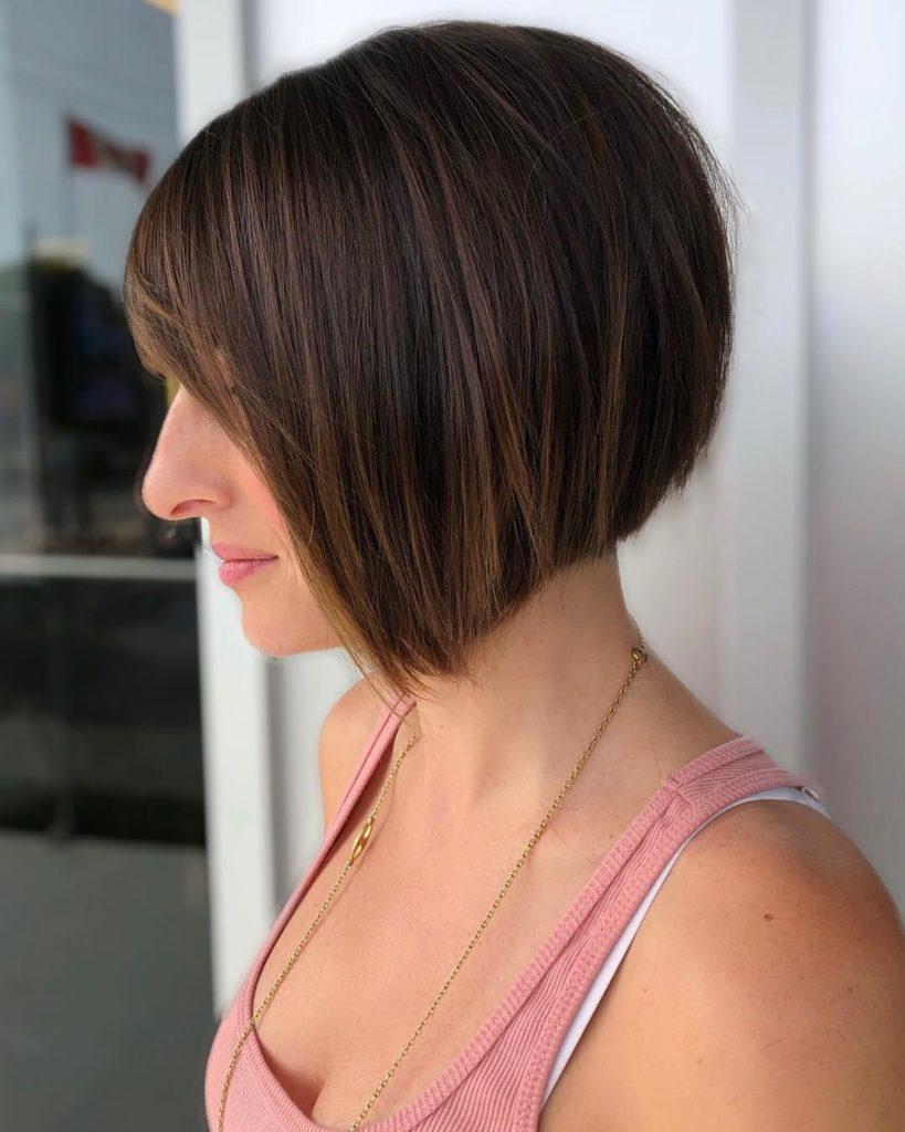 Chic Short Hair with Caramel Highlights and Bangs