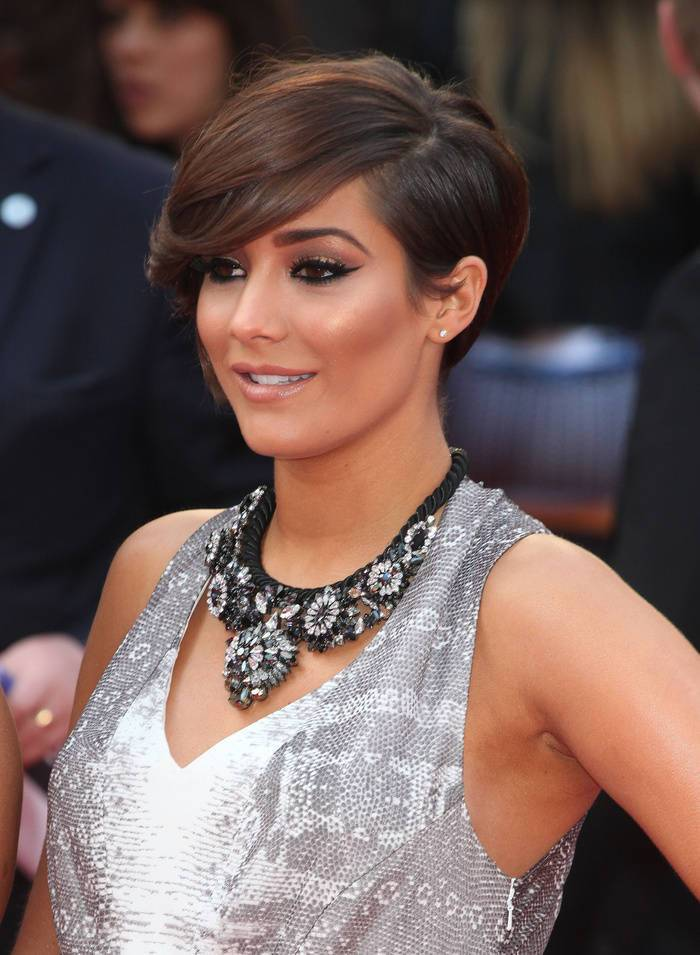Delicate Chic Of Franky Stanford's Short Brown Hairstyle