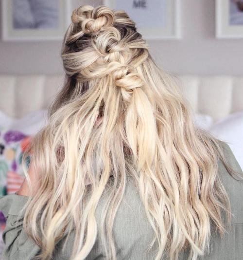 Light Blonde Waves