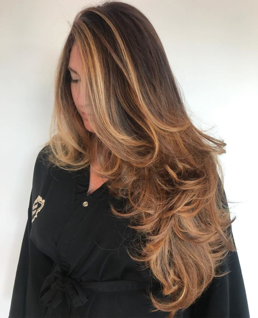 Loose Waves with Golden Balayage