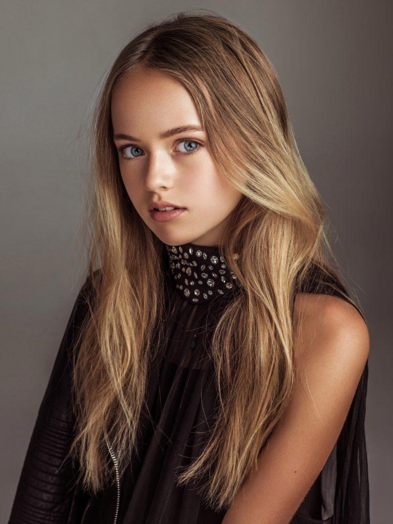 Medium Curled Ash Blonde Hairstyle
