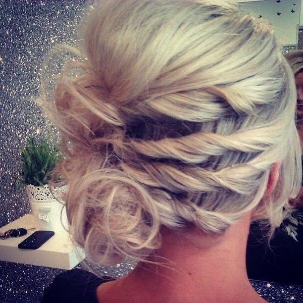 Pretty Holiday HairUp