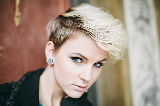 Features of women's haircut semi-box
