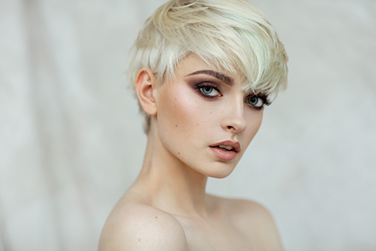 Women's half-box haircut Oval face