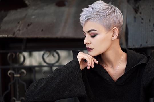 Women's half-box haircut Square face