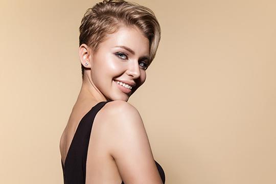Women's haircut semi-box with bangs
