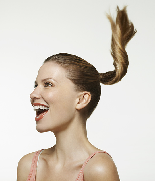 how to make a ponytail without an elastic band for medium length hair