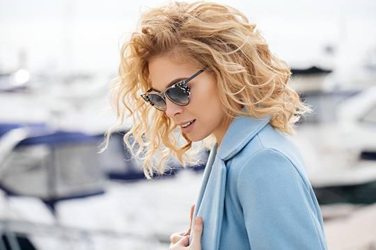 Fashionable blonde medium hair